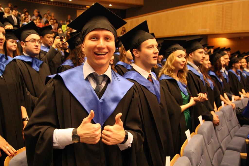 alumni mgimo Ассоциация выпускников МГИМО Вручение дипломов  21 июня 2012 года в конференц зале МГИМО прошла торжественная церемония вручения дипломов выпускникам магистратуры